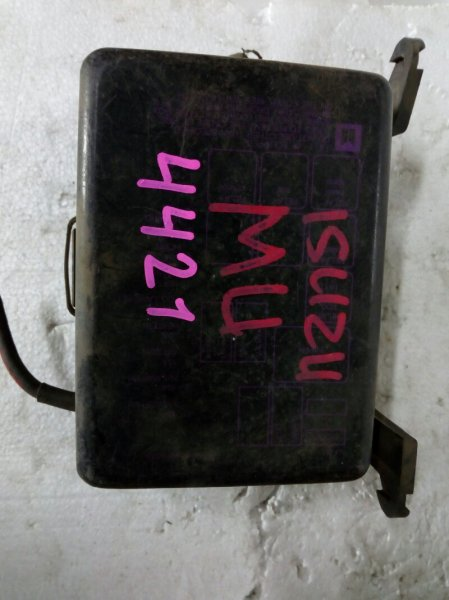 блок предохранителей ISUZU MU UCS17DH 4ZE1