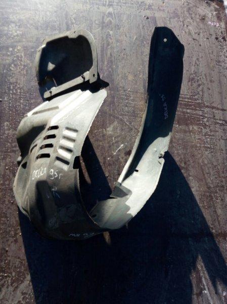 подкрылок MITSUBISHI DELICA   1995 передний правый